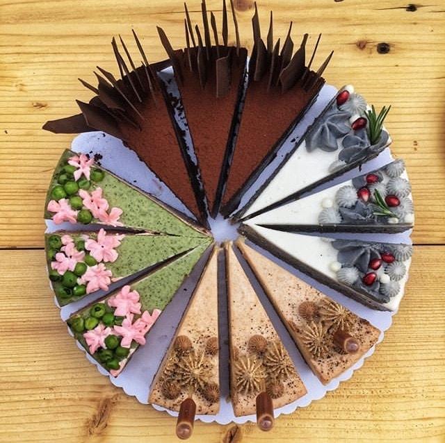 Cvrčci a syrečky v dortech