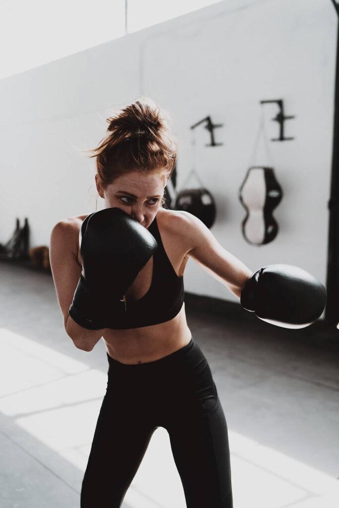 Bojujete se vztekem a agresí? Podle vědců nepomůže boxovací pytel, ale matematika